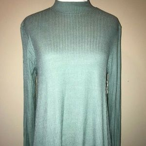 Taylor & Sage Woman's Top Turtle Neck Green Femme